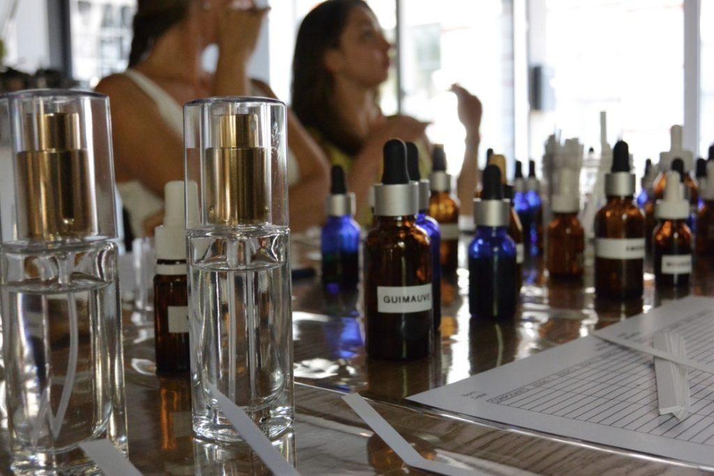 Atelier de création de parfum chez OKA Concept